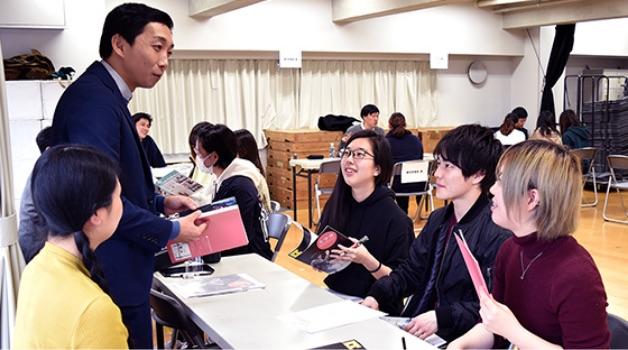 劇団・養成所説明会や進路セミナーなどを学内で開催