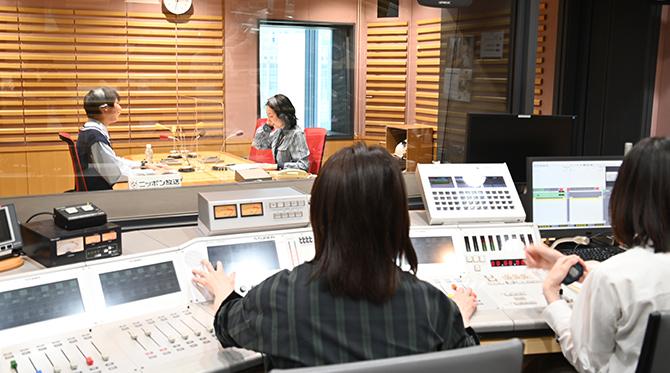 大手ラジオ局でスタジオ見学やCMナレーションも担当