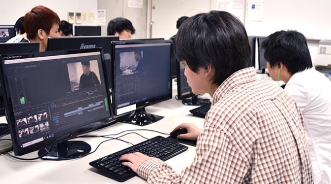 実際に撮影した素材を使って映像編集の基本を習得します