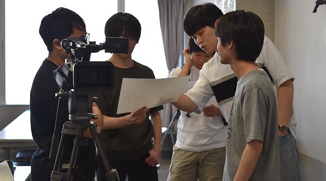 演出をみんなで話し合いながら撮影していきます
